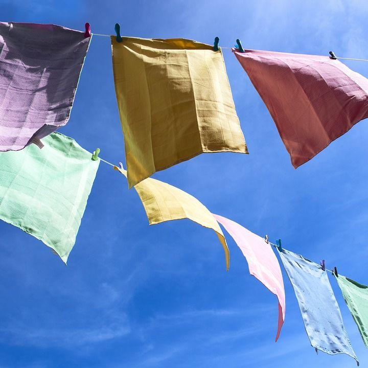 asciugamani stesi ad asciugare al sole