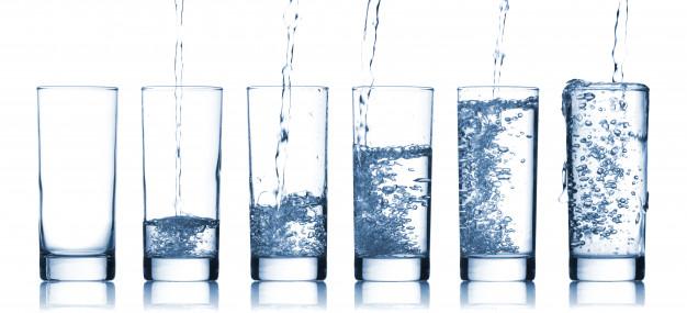 bicchieri di acqua