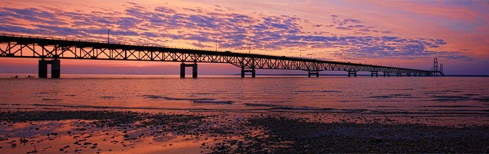 grande ponte su acqua